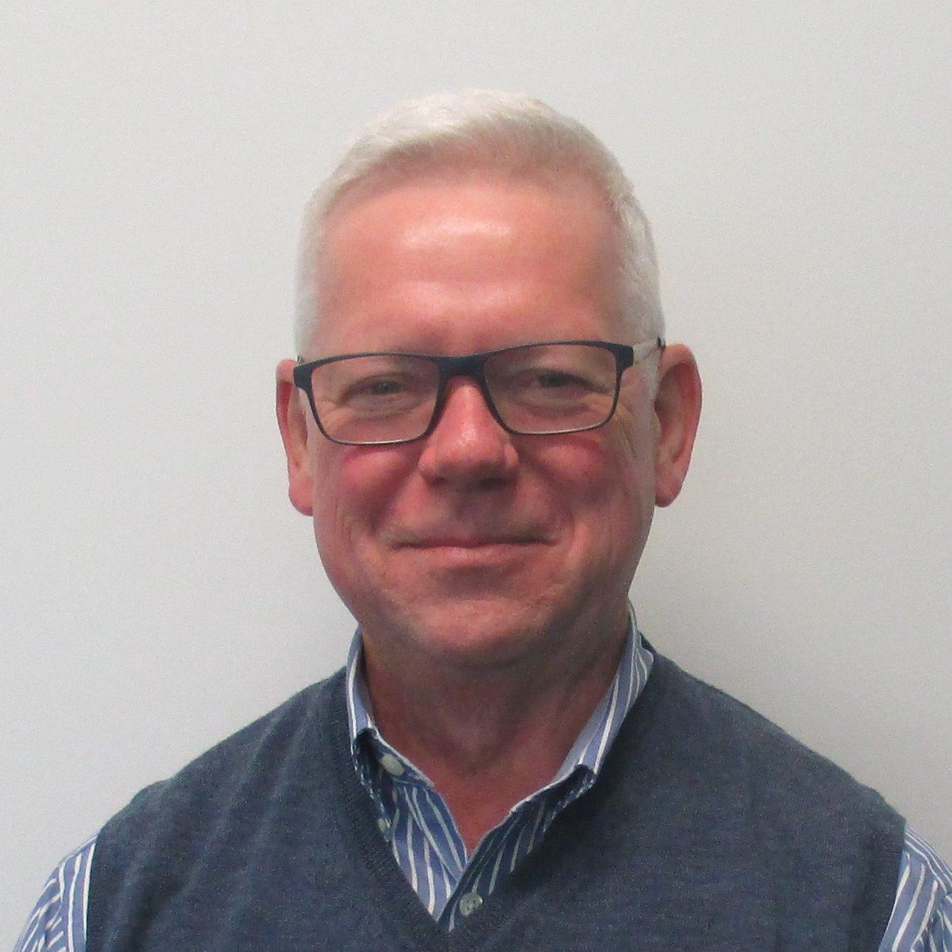 Dr Simon Towler